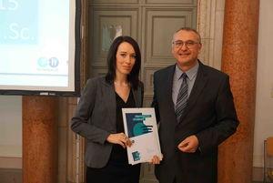 Julia Löwen mit R+H Geschäftsführer Ralf Thiehofe