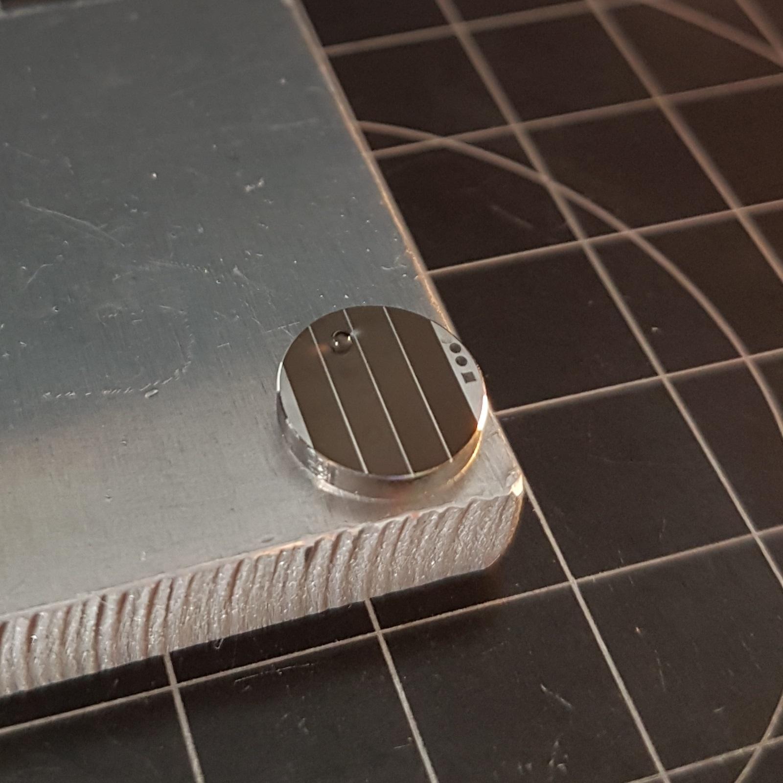 Wasserabweisender Effekt (Hydrophobie) der Oberfläche durch Oberflächentexturierung